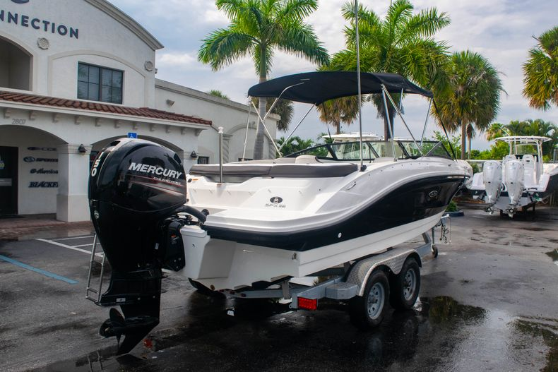 Thumbnail 7 for Used 2019 Sea Ray SPX 210 OB boat for sale in West Palm Beach, FL