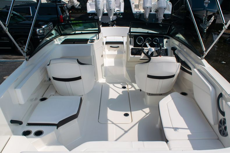 Thumbnail 11 for Used 2019 Sea Ray SPX 210 OB boat for sale in West Palm Beach, FL