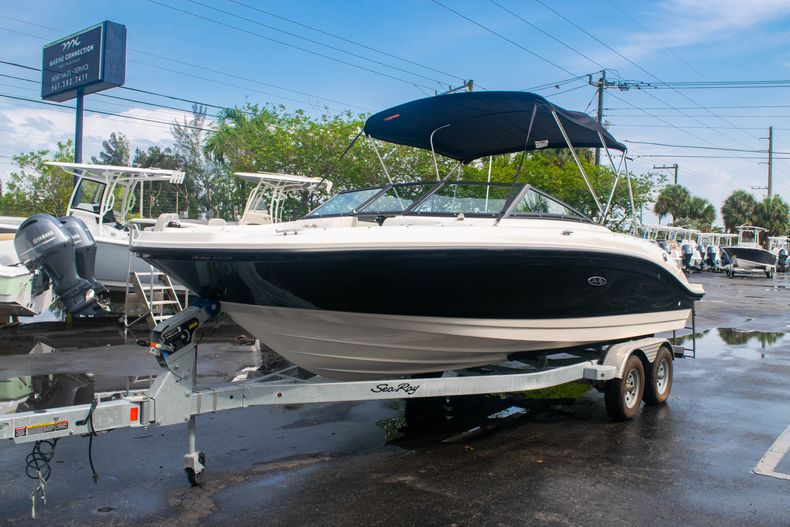 Thumbnail 3 for Used 2019 Sea Ray SPX 210 OB boat for sale in West Palm Beach, FL