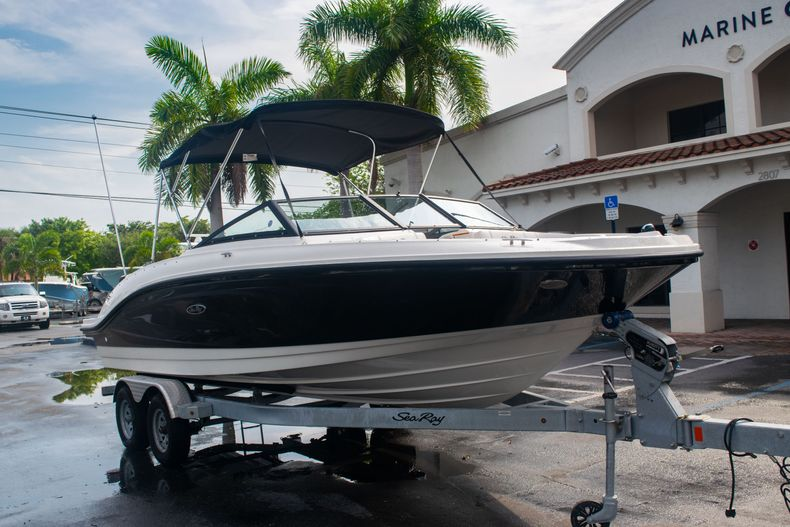 Thumbnail 1 for Used 2019 Sea Ray SPX 210 OB boat for sale in West Palm Beach, FL