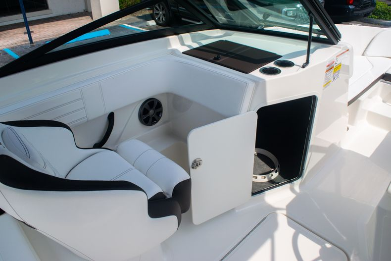 Thumbnail 21 for Used 2019 Sea Ray SPX 210 OB boat for sale in West Palm Beach, FL