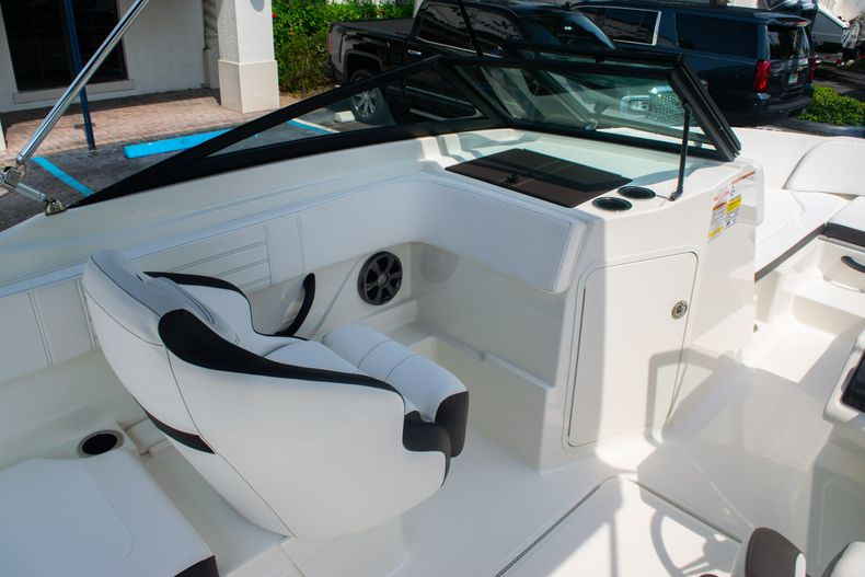 Thumbnail 19 for Used 2019 Sea Ray SPX 210 OB boat for sale in West Palm Beach, FL
