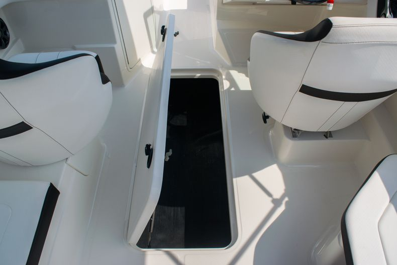 Thumbnail 18 for Used 2019 Sea Ray SPX 210 OB boat for sale in West Palm Beach, FL