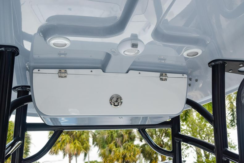 Thumbnail 29 for New 2020 Sportsman Masters 227 Bay Boat boat for sale in West Palm Beach, FL