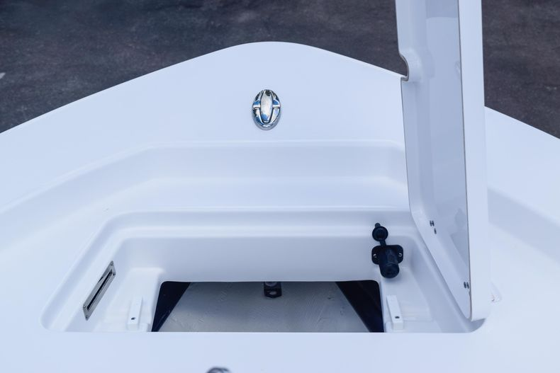 Thumbnail 55 for New 2020 Sportsman Masters 227 Bay Boat boat for sale in West Palm Beach, FL