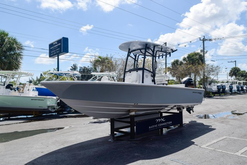Thumbnail 3 for New 2020 Sportsman Masters 227 Bay Boat boat for sale in West Palm Beach, FL