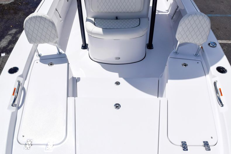 Thumbnail 56 for New 2020 Sportsman Masters 227 Bay Boat boat for sale in West Palm Beach, FL