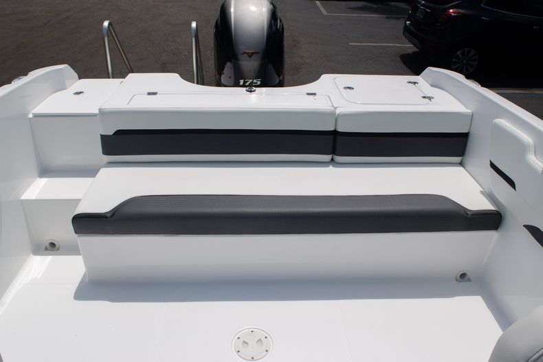 Thumbnail 17 for New 2020 Hurricane SPD210-OB boat for sale in West Palm Beach, FL