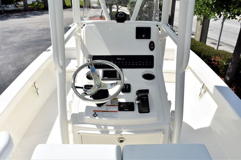Thumbnail 10 for New 2020 Pathfinder 2500 Hybrid Bay Boat boat for sale in Vero Beach, FL