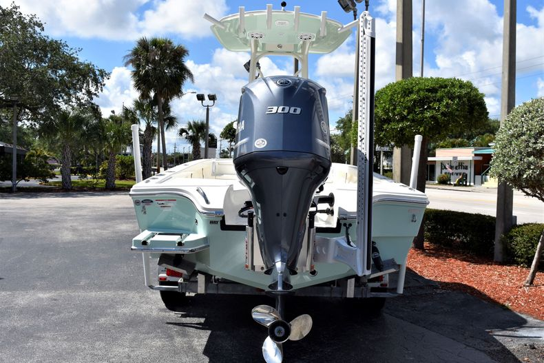 Thumbnail 4 for New 2020 Pathfinder 2500 Hybrid Bay Boat boat for sale in Vero Beach, FL