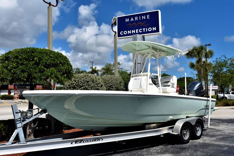 New 2020 Pathfinder 2500 Hybrid Bay Boat boat for sale in Vero Beach, FL