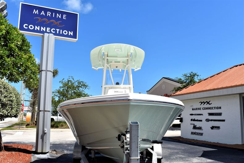 Thumbnail 2 for New 2020 Pathfinder 2500 Hybrid Bay Boat boat for sale in Vero Beach, FL