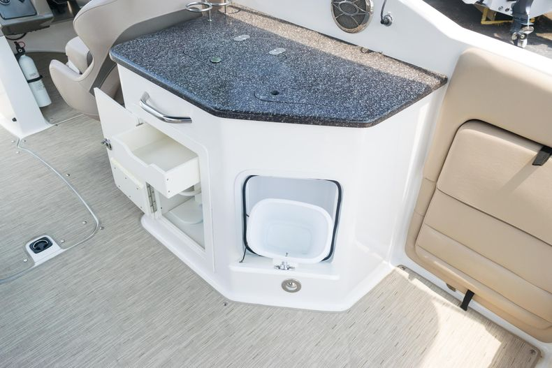 Thumbnail 15 for Used 2015 Hurricane SunDeck SD 2690 OB boat for sale in West Palm Beach, FL