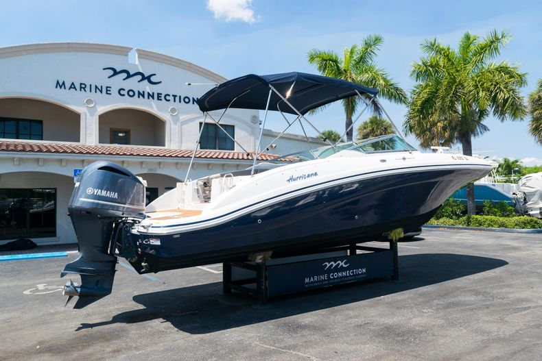 Thumbnail 7 for Used 2015 Hurricane SunDeck SD 2690 OB boat for sale in West Palm Beach, FL