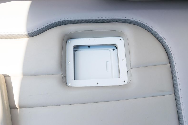 Thumbnail 8 for Used 2015 Hurricane SunDeck SD 2690 OB boat for sale in West Palm Beach, FL
