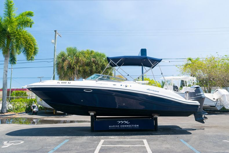Thumbnail 4 for Used 2015 Hurricane SunDeck SD 2690 OB boat for sale in West Palm Beach, FL