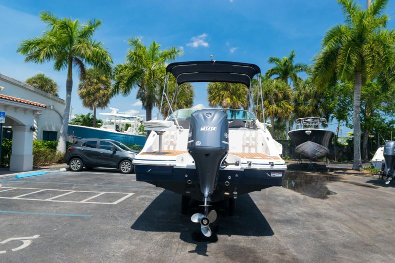 Thumbnail 6 for Used 2015 Hurricane SunDeck SD 2690 OB boat for sale in West Palm Beach, FL