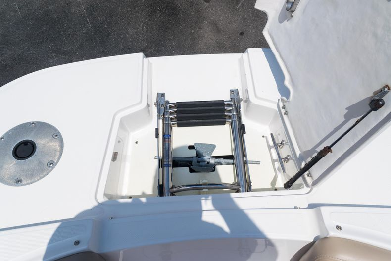 Thumbnail 56 for Used 2015 Hurricane SunDeck SD 2690 OB boat for sale in West Palm Beach, FL