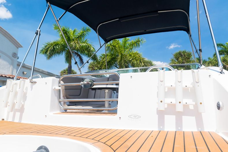 Thumbnail 28 for Used 2015 Hurricane SunDeck SD 2690 OB boat for sale in West Palm Beach, FL