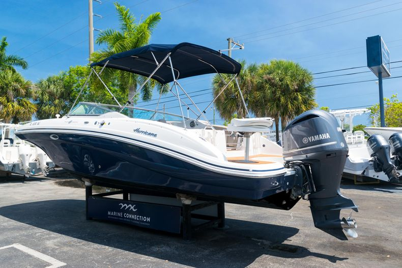 Thumbnail 5 for Used 2015 Hurricane SunDeck SD 2690 OB boat for sale in West Palm Beach, FL