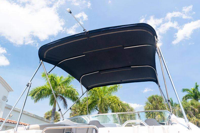 Thumbnail 29 for Used 2015 Hurricane SunDeck SD 2690 OB boat for sale in West Palm Beach, FL