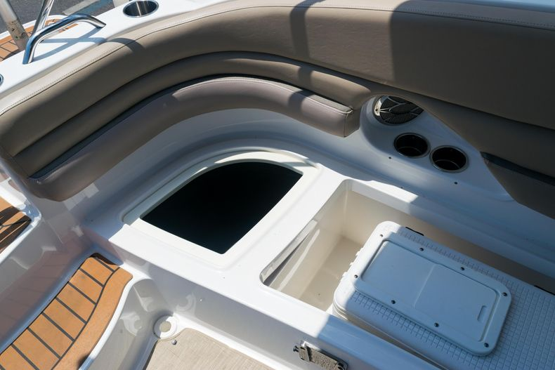 Thumbnail 10 for Used 2015 Hurricane SunDeck SD 2690 OB boat for sale in West Palm Beach, FL