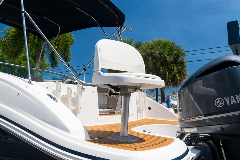 Thumbnail 30 for Used 2015 Hurricane SunDeck SD 2690 OB boat for sale in West Palm Beach, FL