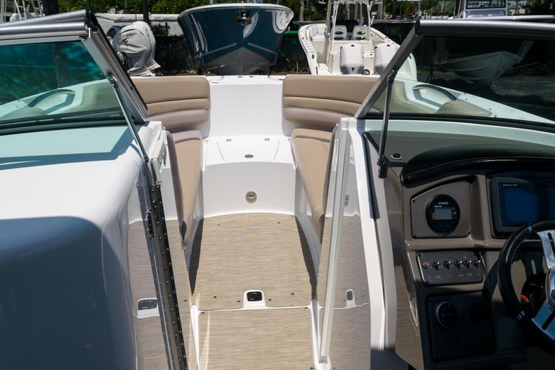 Thumbnail 45 for Used 2015 Hurricane SunDeck SD 2690 OB boat for sale in West Palm Beach, FL