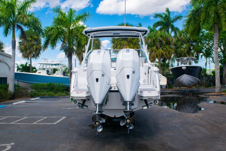 Thumbnail 5 for New 2020 Blackfin 272DC boat for sale in West Palm Beach, FL