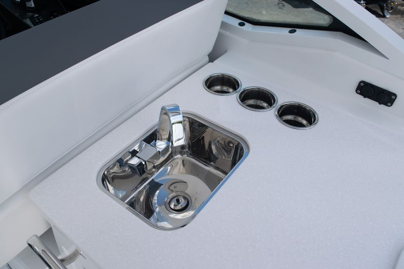Thumbnail 24 for New 2020 Blackfin 272DC boat for sale in West Palm Beach, FL