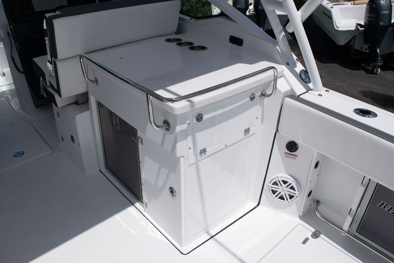 Thumbnail 20 for New 2020 Blackfin 272DC boat for sale in West Palm Beach, FL