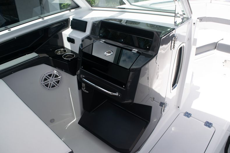 Thumbnail 36 for New 2020 Blackfin 272DC boat for sale in West Palm Beach, FL