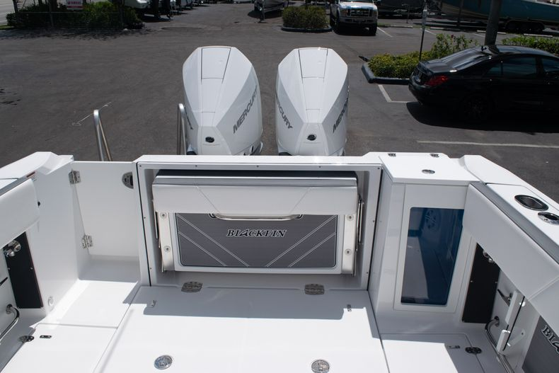 Thumbnail 10 for New 2020 Blackfin 272DC boat for sale in West Palm Beach, FL
