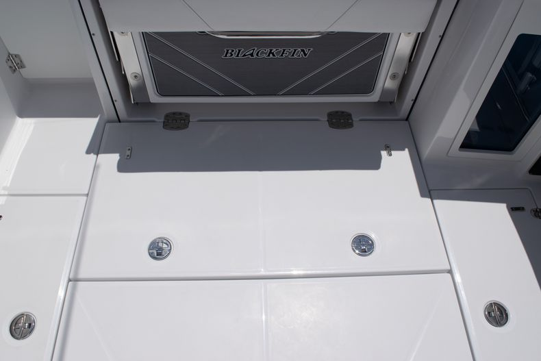 Thumbnail 17 for New 2020 Blackfin 272DC boat for sale in West Palm Beach, FL