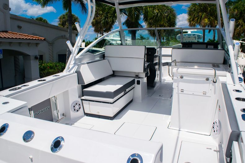 Thumbnail 9 for New 2020 Blackfin 272DC boat for sale in West Palm Beach, FL