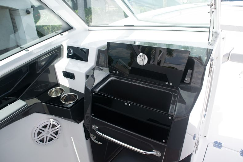 Thumbnail 37 for New 2020 Blackfin 272DC boat for sale in West Palm Beach, FL