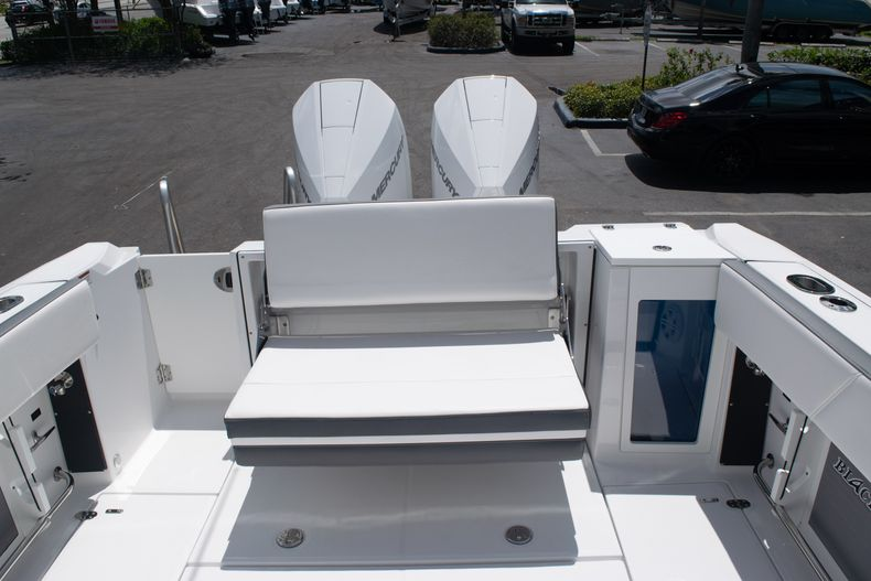 Thumbnail 11 for New 2020 Blackfin 272DC boat for sale in West Palm Beach, FL