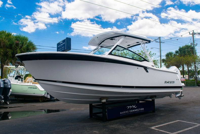 Thumbnail 3 for New 2020 Blackfin 272DC boat for sale in West Palm Beach, FL
