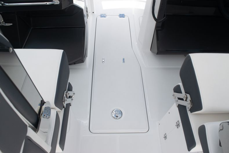 Thumbnail 29 for New 2020 Blackfin 272DC boat for sale in West Palm Beach, FL
