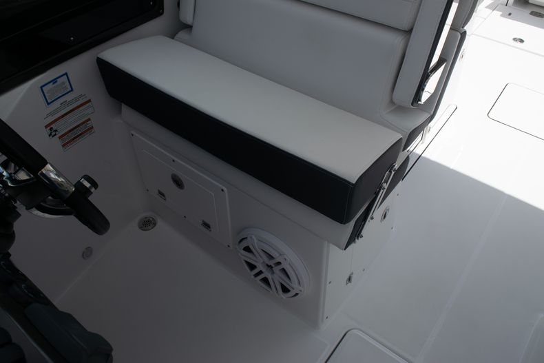 Thumbnail 41 for New 2020 Blackfin 272DC boat for sale in West Palm Beach, FL