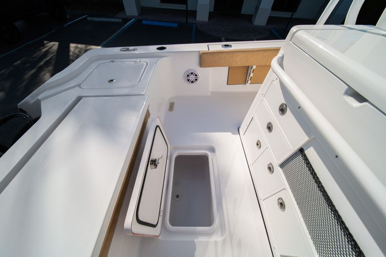 Thumbnail 18 for New 2020 Sportsman Masters 267OE Bay Boat boat for sale in Fort Lauderdale, FL