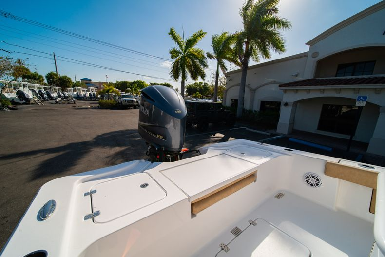 Thumbnail 9 for New 2020 Sportsman Masters 267OE Bay Boat boat for sale in Fort Lauderdale, FL