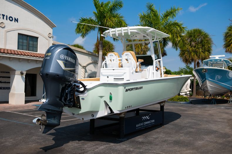 Thumbnail 7 for New 2020 Sportsman Masters 267OE Bay Boat boat for sale in Fort Lauderdale, FL