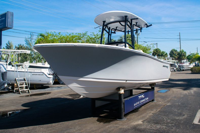 Thumbnail 3 for New 2020 Sportsman Heritage 211 Center Console boat for sale in Fort Lauderdale, FL