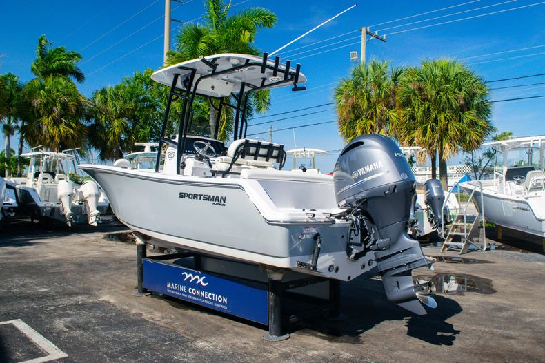 Thumbnail 5 for New 2020 Sportsman Heritage 211 Center Console boat for sale in Fort Lauderdale, FL