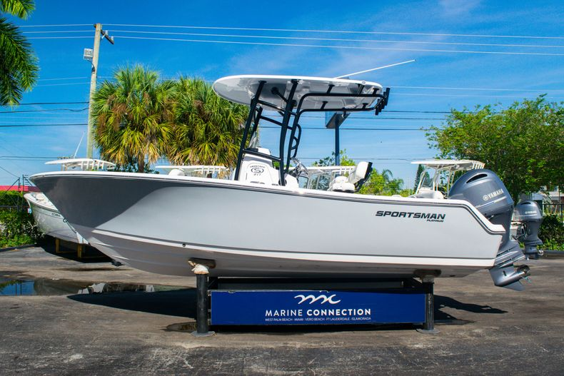 Thumbnail 4 for New 2020 Sportsman Heritage 211 Center Console boat for sale in Fort Lauderdale, FL