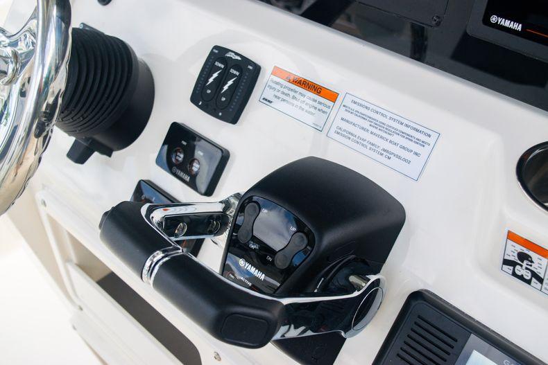 Thumbnail 26 for New 2020 Cobia 262 CC Center Console boat for sale in Miami, FL