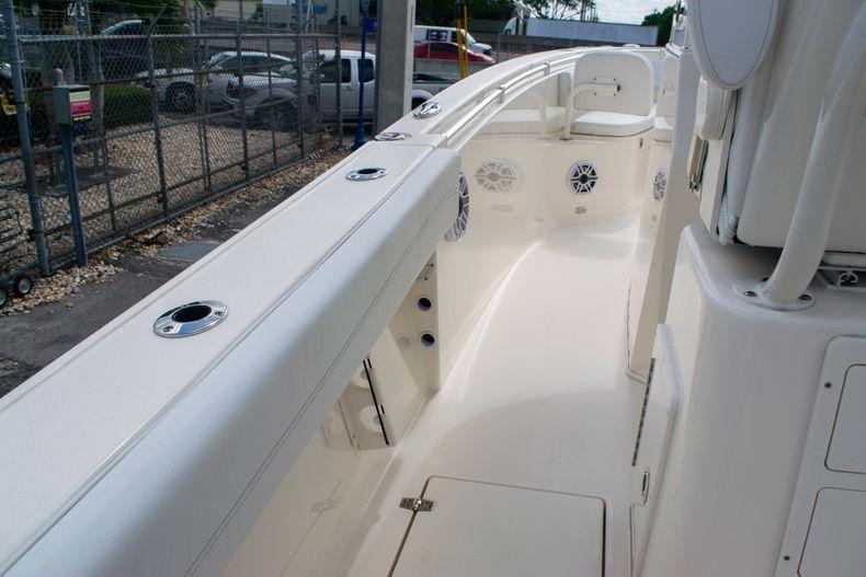 Thumbnail 16 for New 2020 Cobia 262 CC Center Console boat for sale in Miami, FL