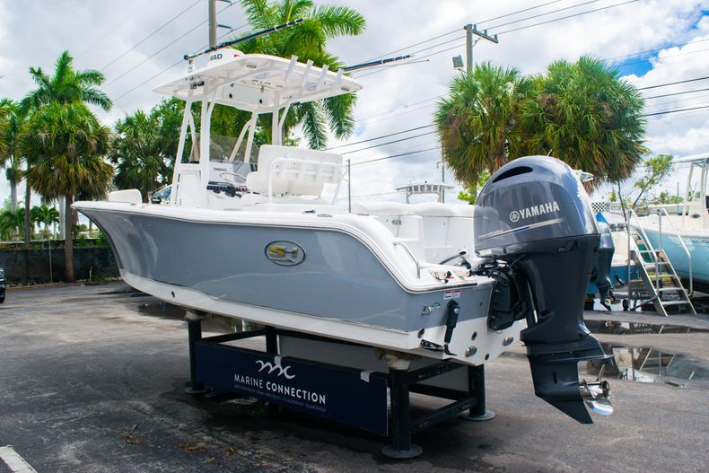Thumbnail 5 for Used 2018 Sea Hunt Ultra 234 boat for sale in West Palm Beach, FL