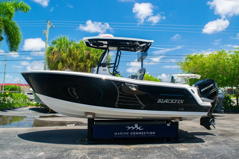 Thumbnail 4 for Used 2018 Blackfin 212CC Center Console boat for sale in West Palm Beach, FL